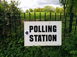 Holborn and St Pancras (UK Parliament constituency) - A sign with directions to a polling station on the edge of Hampstead Heath, Holborn and St Pancras constituency, 7 May 2015