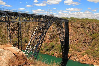 São Francisco River - Metal bridge with 84 meters of height., Border with states of BA-AL