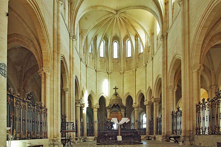 Nef et chœur de l'abbatiale de Pontigny