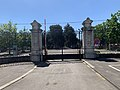 Portail du cimetière nouveau de Villeurbanne (mai 2020).jpg