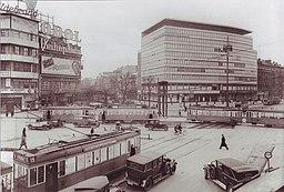 Josty Potsdamer Platz 1932 Waldemar Franz Hermann Titzenthaler [Public domain], via Wikimedia Commons