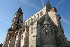 Premontrei prépostság templom romjai.JPG