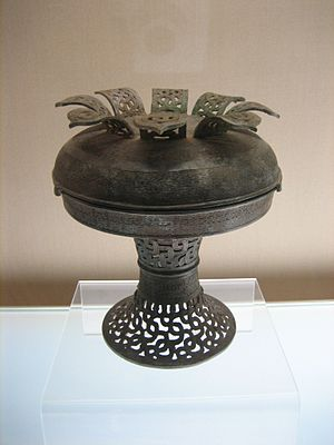 Spring and Autumn period - Chinese pu vessel with interlaced dragon design, Spring and Autumn period.