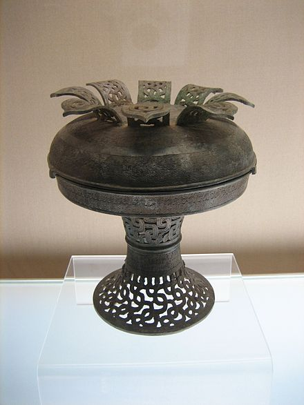 Spring and Autumn period pu bronze vessel with interlaced dragon design Pu with openwork interlaced dragons design.jpg