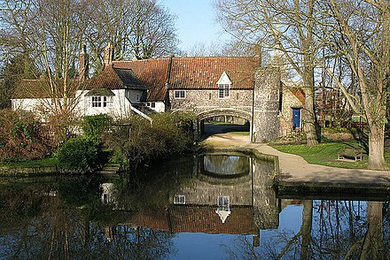 Pulls Ferry, once a 15th-century watergate Pulls Ferry, Norwich.jpg