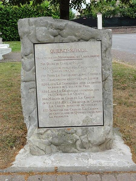 Quierzy (Aisne) stèle Mérovingiens-Carolingiens