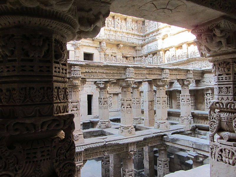 படிமம்:Rani Ki Vav - Cross View.JPG