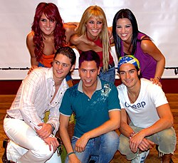 (左から順に) Dulce, Anahi, Maite, Christopher, Christian and Alfonso}