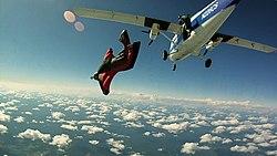 saut en parachute d'un avion de ligne