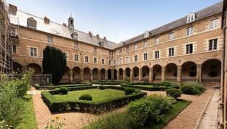 Redon Abbey - Abbey courtyard (2009)