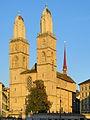 Reformiertes Grossmünster mit Kreuzgang 2012-09-09 19-04-48.jpg