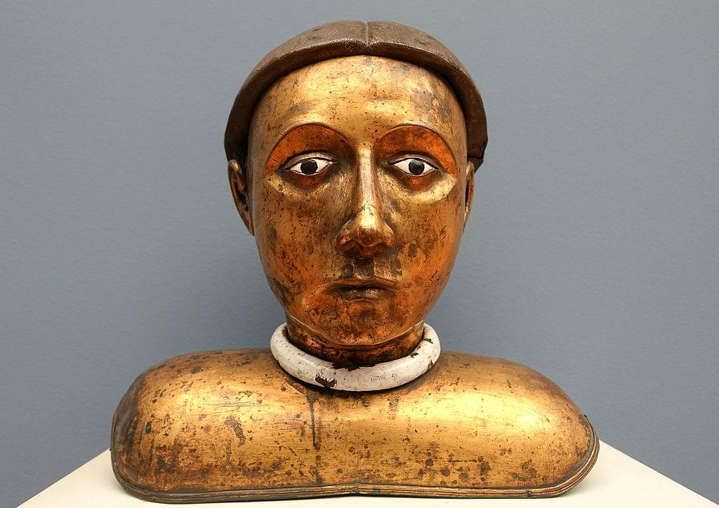 Buste de saint émaillée et cuivré (Bourgogne vers 1450) au Bode museum.