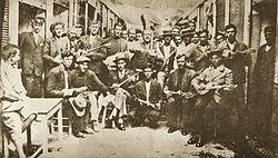 Rembetes Karaiskaki 1933.jpg