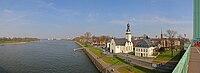 Rhein und Promenade Koeln-Muelheim.jpg