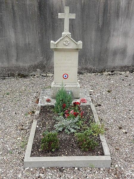 Rigny-Saint-Martin (Meuse) cimetière, tombe de soldat