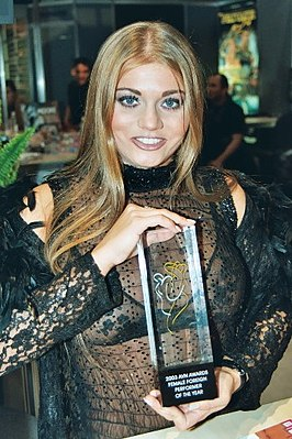 Faltoyano met AVN award in 2003