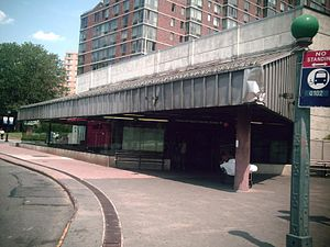Roosevelt Island (IND 63rd Street Line) - Image: Roosevelt Island Entrance