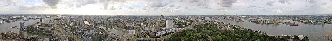 Rotterdam gezien vanaf de Euromast (2010). Panorama van 360 graden.