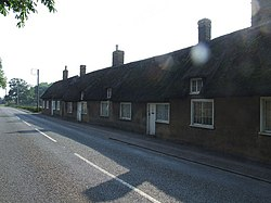 Row of cottages at Little Barford - geograph.org.uk - 453886.jpg