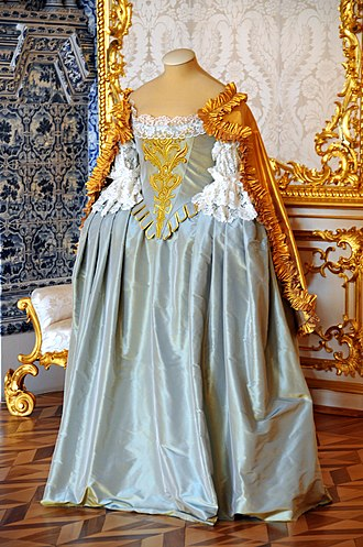 Dress - Image: Russia 1717 Will this do for Halloween? (4075033841)