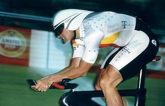 Sören Lausberg - Lausberg riding the 1km time trial at the 1996 Track World Championships
