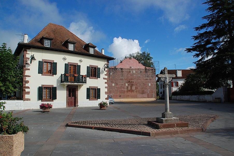 Croix et place centrale.
