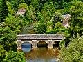 Saint-Cénéri-le-Gérai Blick von der Kirchterrasse auf die Sarthe & den Vieux-Pont 5.jpg