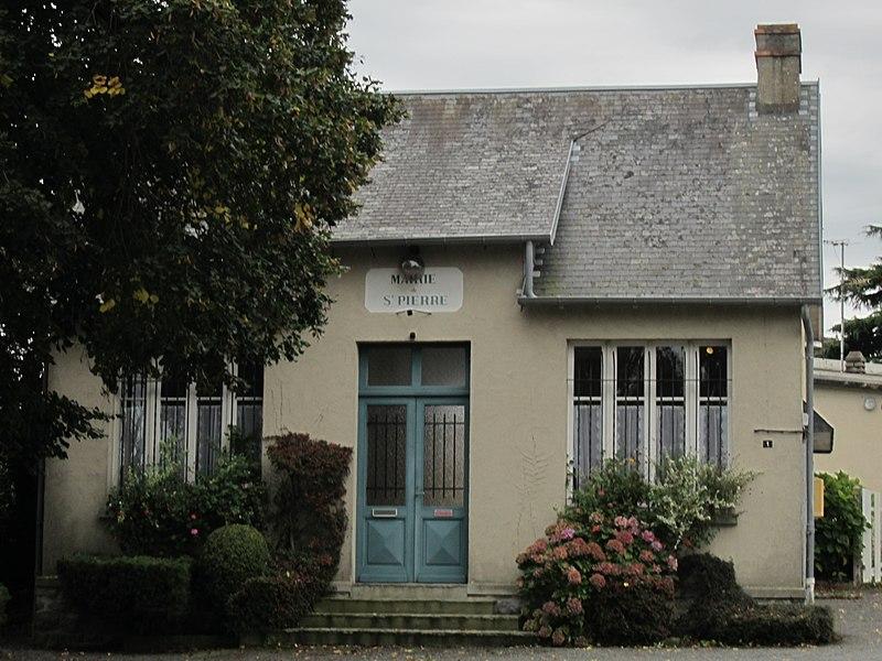 Fichier:Saint-Pierre-de-Coutances - Mairie.JPG