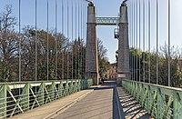 Saint-Sulpice-la-Pointe (Tarn) - Entrée par le pont suspendu.jpg