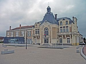 Saint-Yorre - The town hall in Saint-Yorre