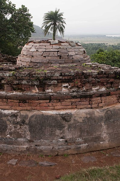 File:Salihundam Historic Buddhist Remains 2 by GPuvvada 2010.jpg