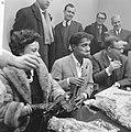 Sammy Davis jr in Nederland, tijdens persconferentie op Schiphol, Sammy Davis , , Bestanddeelnr 916-1966.jpg