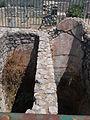 Santuario di Monte Sant'Angelo. Piccolo tempio. Esterno 8 bis (part. cocciopesto cisterne doppie).JPG