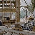 Schuur tijdens restauratie, detail stutbalken - Holset - 20330639 - RCE.jpg