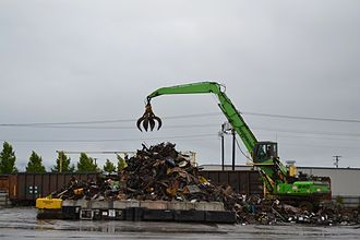Scrap - Loading scrap gondolas in Eugene, Oregon