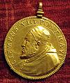Scuola romana, medaglia di clemente VIII, 1598, oro.JPG