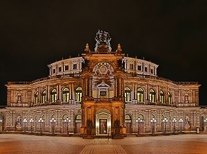 Staatskapelle Dresden - Image: Semperoper at night