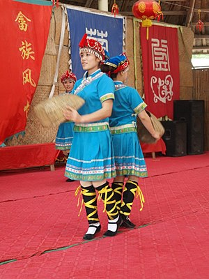 She people - She traditional dance performance in Huanglongyan (黄龙岩), Heyuan, Guangdong