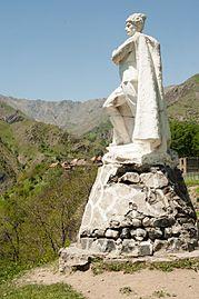 Shepherd statue in Sarıbaş 3.jpg