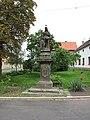 Siřejovice, socha svaté Anny na návsi.JPG