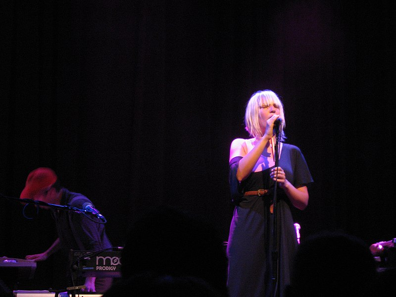 Sia Furler in concert with Zero 7 by ToastyKen