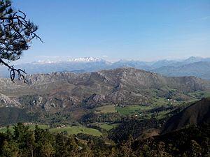 Sierra del Sueve y Picos de Europa.jpg