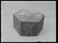 Skrin, överdraget med blomdekorerad mässingsplåt. Möjligen 1600-tal - Livrustkammaren - 52206.tif