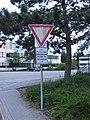 Skurilles Vorfahrt Achten 30052013.JPG