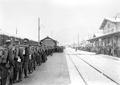 Soldaten bereit für den Verlad auf die Eisenbahn - CH-BAR - 3239430.tif
