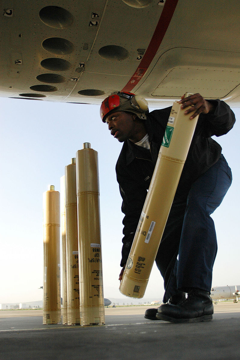 800px-Sonarbuoy_loaded_on_aircraft.jpg