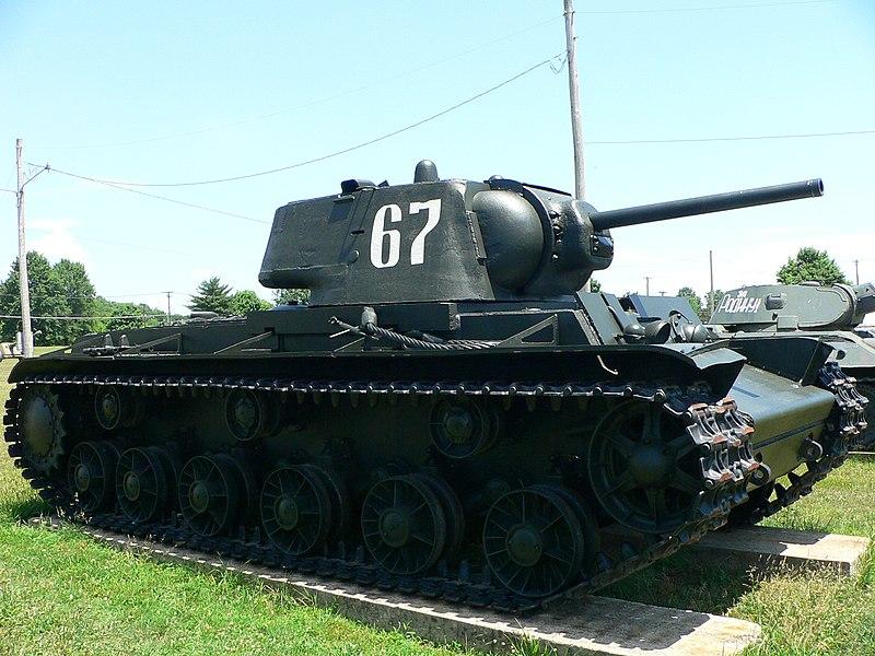 Tanques Alemanes vs soviéticos  - Página 2 800px-Soviet_KV_tank_2