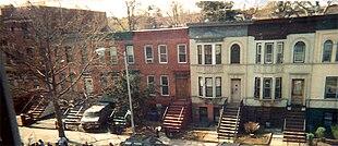 Case a schiera, tipiche di Crown Heights, nella zona di Crow Hill.