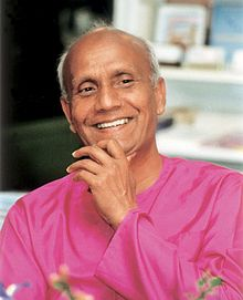 Sri-Chinmoy-smiling-purple-adarani-2.jpg
