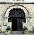 St-Antoine des XV-XX porte d'entrée.jpg